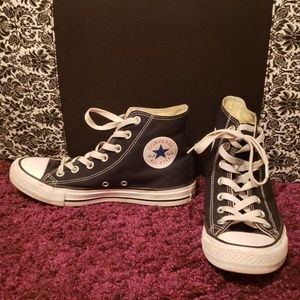 Black hi-top Converse barely worn w7 m8